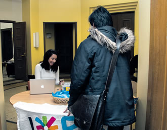 Salha Hanna, Vice President of ESN HYY Helsinki and the President elected of ESN Finland, assisting an Erasmus student.