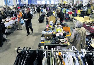 Second-hand shops and flea markets are a good place to find household items at a good price.