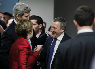 Ukrainian Foreign Minister Andrii Deshchytsia (R) speaks with U.S. Secretary of State John Kerry (Top L) and European Union High Representative Catherine Ashton (Bottom L) on 17 April 17, after a day of quadrilateral talks between representatives of Ukraine, the European Union, Russia, and the United States about the Ukrainian political crisis.