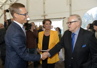 Prime Minister Alexander Stubb (NCP), Anne Berner, the chairperson of New Children's Hospital 2017, and President Martti Ahtisaari were in attendance as construction on a new children's hospital began with a ground-breaking ceremony in Meilahti, Helsinki, on Tuesday.