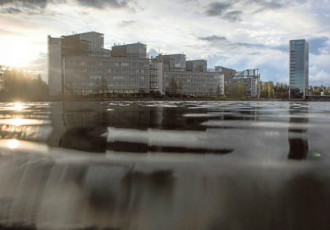 Hundreds of employees toil away in the business district of Keilaniemi in Espoo. The ranks of the jobless have swelled by a couple of thousand in the city over the past roughly 12 months.
