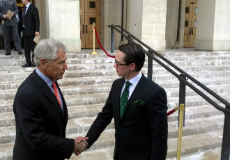 Finnish Defence Minister Carl Haglund (right) met his US counterpart Chuck Hagel in Washington on 23 January.