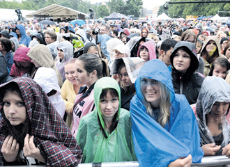 Rain couldn't dampen the celebratory spirit at Kaisaniemi park during last year's Helsinki day.