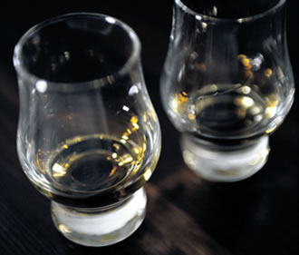 A beer and whisky expo has been ordered to refrain from using the word 'whisky' in promoting the event, causing backlash on social media, with 'viski' and 'Viskigate' trending on Twitter.