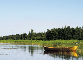 The picturesque Lake Larsmo is in the east of the municipality.