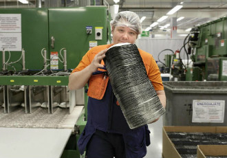 Huhtamäki is one of the few bright spots among domestic industries. The manufacturer and supplier of packaging solutions converted the employment contract of Teemu Niemi, a machinist at its packaging plant in Hämeenlinna, into a permanent one in December.