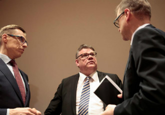 An agreement with labour market organisations on wage cuts and working hour extensions is key to the efforts of the Government of Juha Sipilä (right) to promote economic growth.