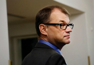 Prime Minister Juha Sipilä (Centre) considers it unlikely that municipalities have to be forced to welcome asylum seekers.
