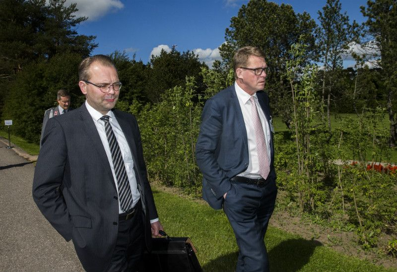 Jussi Niinistö (left), the Minister of Defence, has voiced his support for the demands of ex-Prime Minister Matti Vanhanen for closer co-operation between Finland and Sweden.