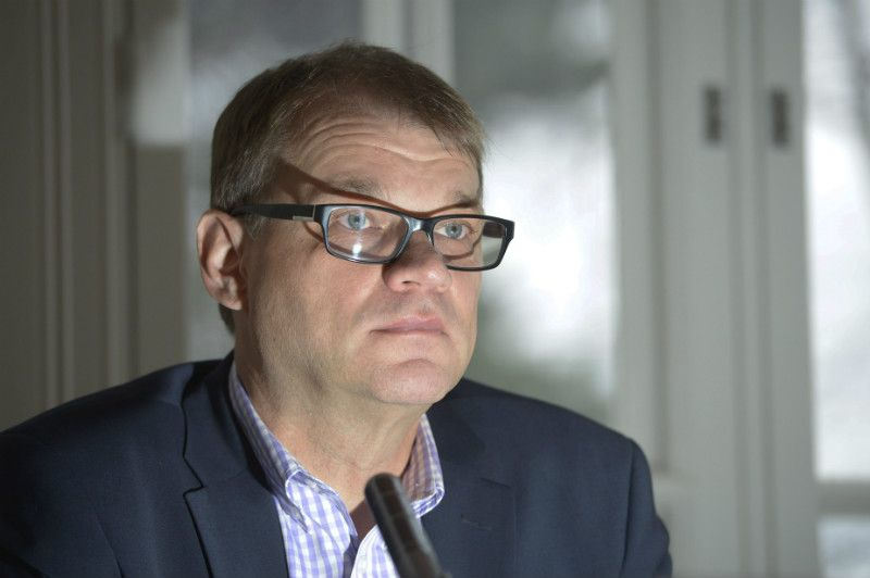 Prime Minister Juha Sipilä (Centre) was pictured giving his weekly interview to YLE Radio Suomi in his official residence in Helsinki on 31 January.