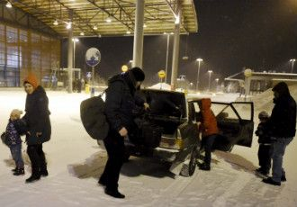 The odd car-load of asylum seekers from, for example, Afghanistan, Syria and Lebanon crossed the border from Russia into Finland via the border-crossing point in Salla, Lapland, on 22 January, 2016.