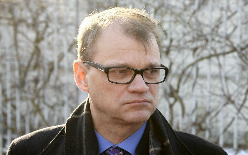 Prime Minister Juha Sipilä (Centre) spoke to members of the media outside his official residence in Helsinki on 1 March, 2016.