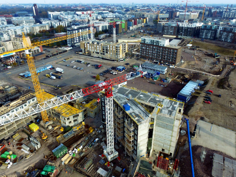 The focus of housing production in the capital region has shifted toward large development projects, such as the one that is under-way in Jätkäsaari, according to the Helsinki Region Chamber of Commerce.