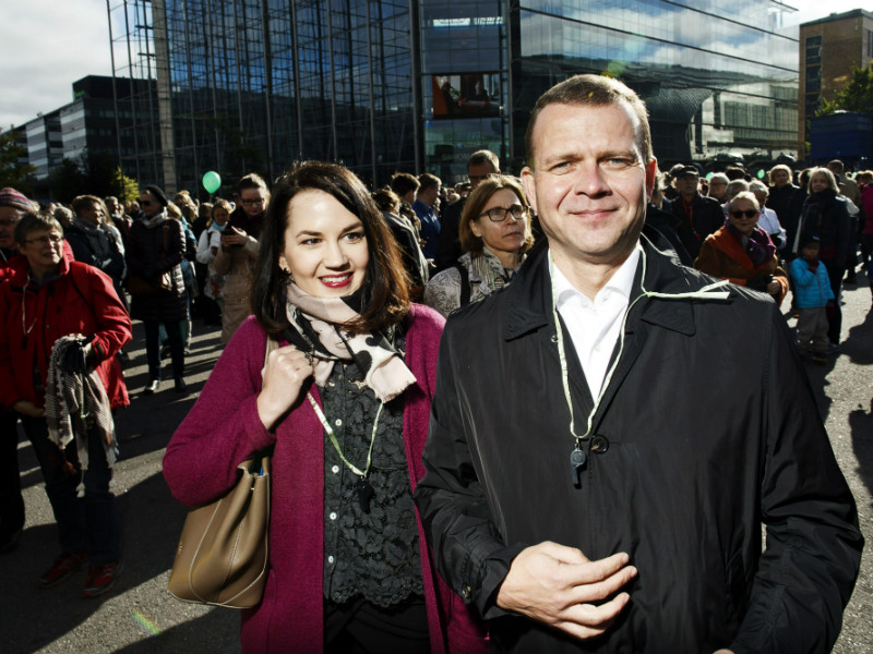 Petteri Orpo (NCP), the Minister of Finance, and Sanni Grahn-Laasonen (NCP), the Minister of Education and Culture, participated in a demonstration against racism and political violence in Helsinki on Saturday.