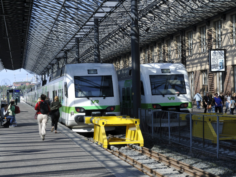 The Locomotive Drivers' Union (VML) has announced its plan to stage a strike that will halt practically all rail services in Finland between Monday evening and Wednesday morning.