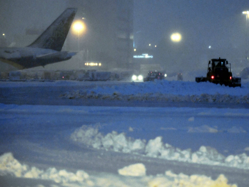 Heavy snowfall rendered one of three runways at Helsinki Airport unusable on Tuesday, 12 December, 2017.