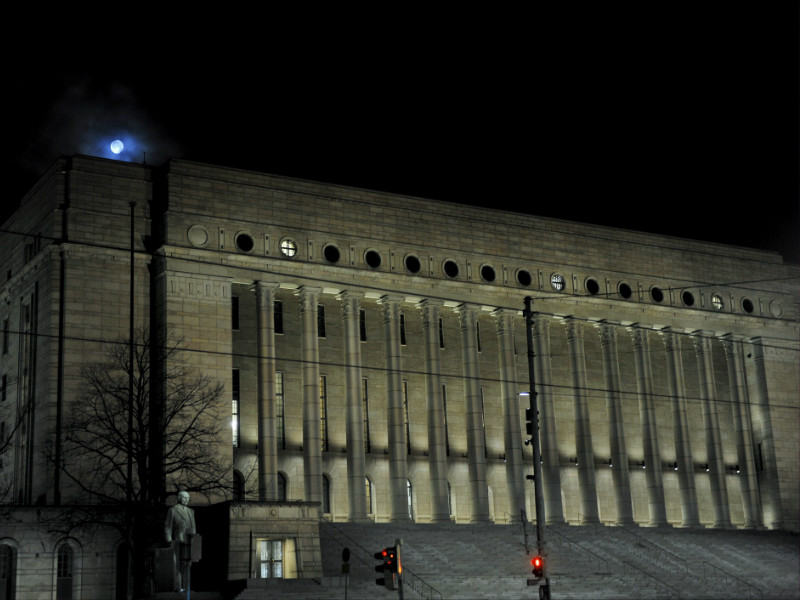 A total of 13 parliamentary assistants have told YLE that they have faced sexual harassment while working at the Finnish Parliament.