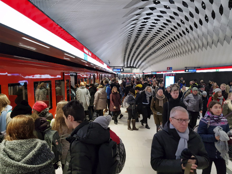 A technical failure caused severe congestions at a number of stations in Helsinki Metro, including Matinkylä, on Tuesday, 9 January, 2018.