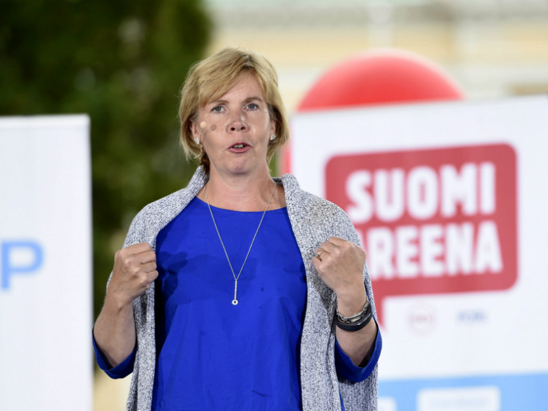 Anna-Maja Henriksson (SFP), an ex-Minister of Justice, urges the government to rectify its mistake to guarantee the legal protection of asylum seekers.
