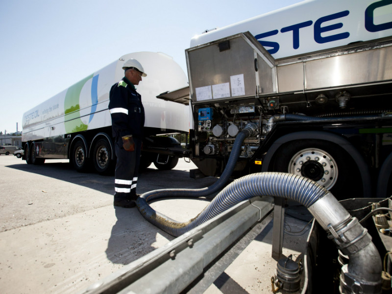 Neste's employees threatened to suspend fuel deliveries at two refineries in protest of changes introduced to the government's ownership steering policy.