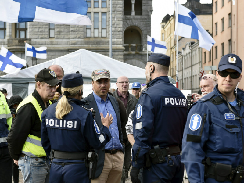 Marco de Wit, the leader of the anti-immigrant group Suomi Ensin, was pictured speaking to police officers at Helsinki Railway Square on Monday.