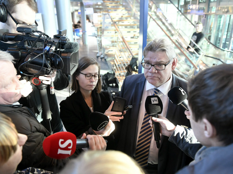 Timo Soini, the Minister for Foreign Affairs, was surrounded by members of the media at Helsinki Airport on Sunday.