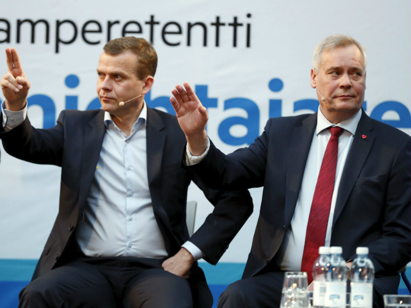The Social Democratic Party has edged closer to the National Coalition under the leadership of Antti Rinne (right). Rinne and Petteri Orpo, the chairperson of the National Coalition, took part in a debate event in Tampere on 1 April, 2017.