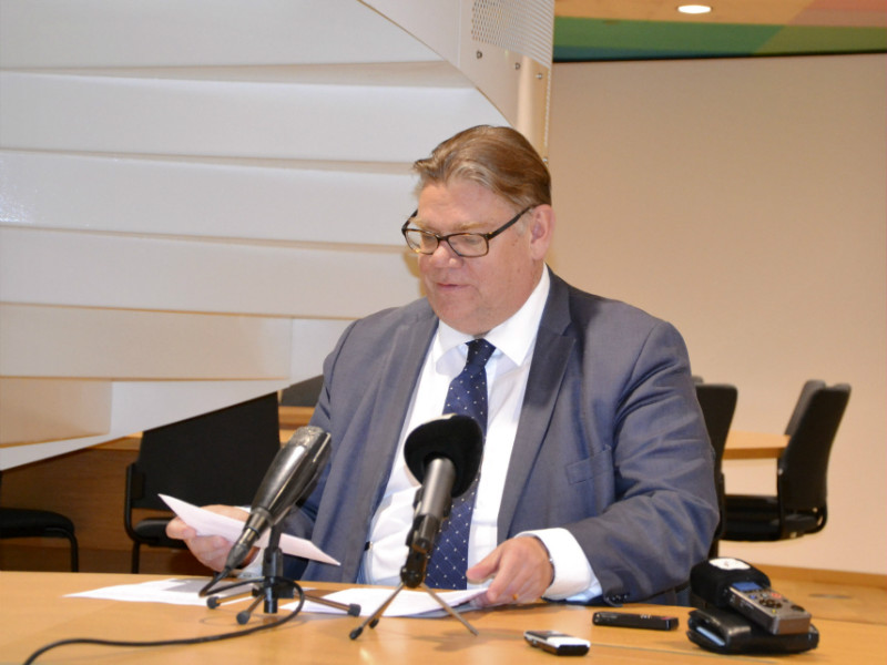 Minister for Foreign Affairs Timo Soini (BR) spoke to the press after signing a joint notification on the Permanent Structured Co-operation (Pesco), an agreement to enhance defence co-operation in the EU, in Brussels, Belgium, on 13 November, 2017.
