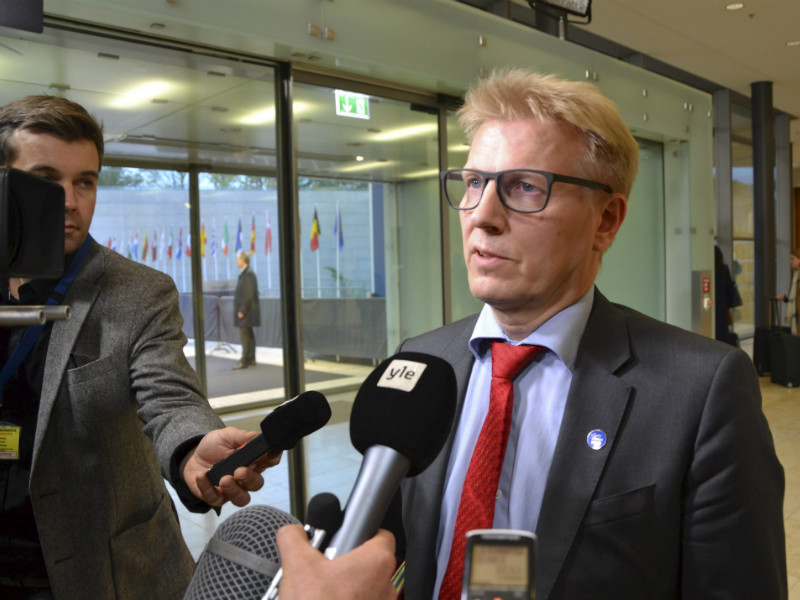 Kimmo Tiilikainen (Centre), the Minister for Housing, Energy and the Environment, spoke to reporters after his colleagues moved to adopt new rules for calculating the carbon sink of forests. Finland has voiced its opposition to the rules, arguing that they would hamstring its ability to utilise its forest resources.