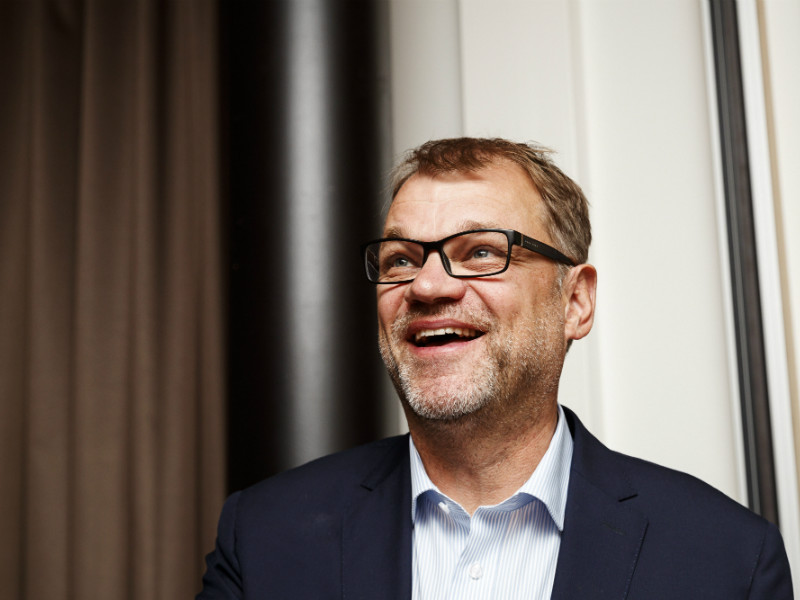 Prime Minister Juha Sipilä (Centre) has reiterated his concern about the lack of unemployment security for the non-owning family members of business owners.