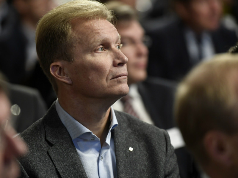Mika Anttonen, the board chairperson at St1, attended a seminar on climate change hosted by Prime Minister Juha Sipilä (Centre) in Helsinki on Monday, 10 December. (Credit: Heikki Saukkomaa – Lehtikuva)