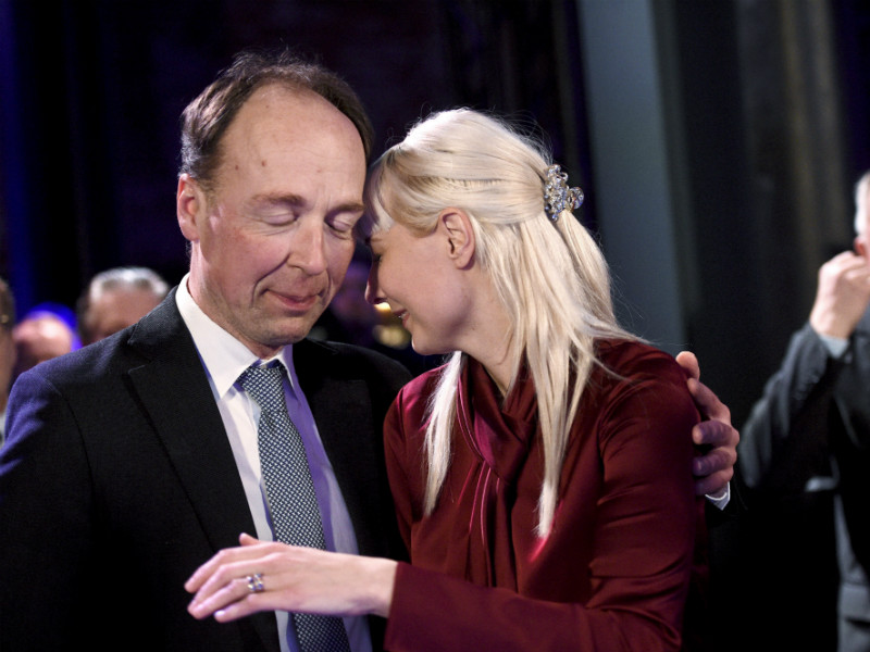 Finns Party's Jussi Halla-aho and Laura Huhtasaari reacted to the results of advance voting in the presidential elections on 28 January, 2018. Huhtasaari's presidential campaign seems to have boosted support for the opposition party, writes YLE.