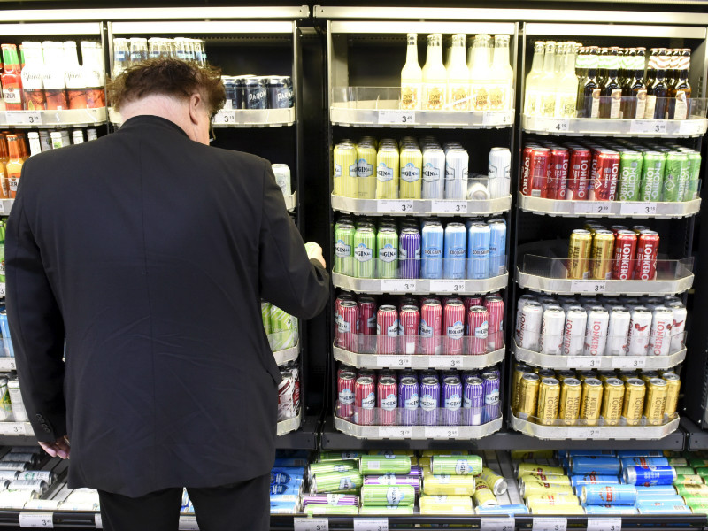 Most Finns view that introducing canned cocktails and stronger beers and ciders to the shelves of grocery shops has not had a major impact on their behaviour, finds a recent survey.