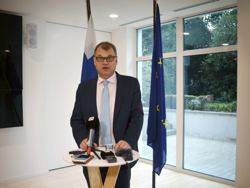 Prime Minister Juha Sipilä (Centre) spoke to members of the media after informal migration talks in Brussels on Sunday.