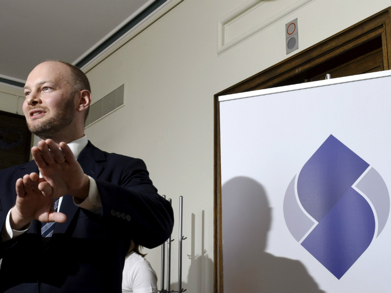 Sampo Terho, the chairperson of the Blue Reform, unveiled the official logo of the self-styled reform-oriented conservative party in a news conference in Helsinki on Wednesday, 16 May.