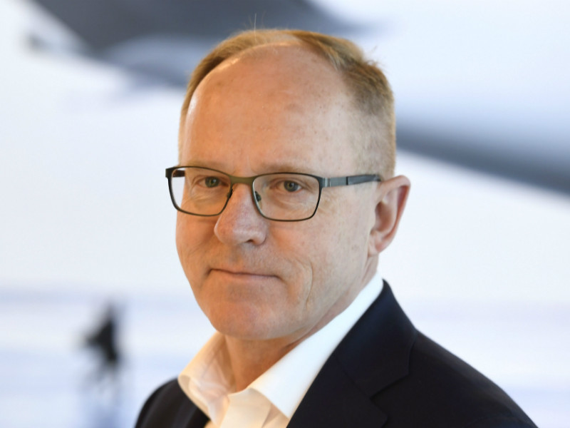 Pekka Vauramo has decided to hand over his responsibilities at Finnair to become the chief executive of Metso.