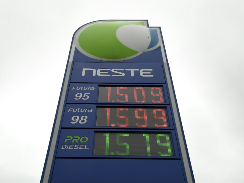 Finns have rushed to express their support for a citizens' initiative to abolish the diesel tax, with the price of diesel exceeding that of 95-octane petrol at some service stations in the country. (Credit: Markku Ulander – Lehtikuva)