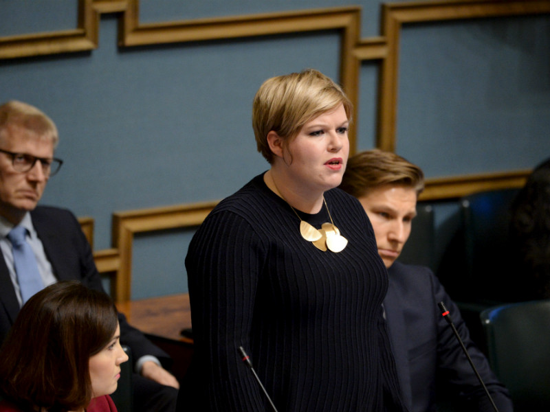 Annika Saarikko (Centre), the Minister of Family Affairs and Social Services, addressed concerns stirred up by reports about a legislative project that would grant police wider access to patient data in the Finnish Parliament on 8 November. (Credit: Mikko Stig – Lehtikuva)