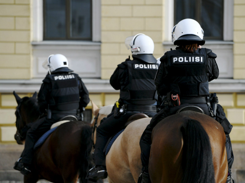 Mounted police officers on patrol at Senate Square in Helsinki on 20 October 2018. The Finnish Police Federation (SPJL) has voiced its concern about the lack of police resources in Finland. (Credit: Martti Kainulainen – Lehtikuva)