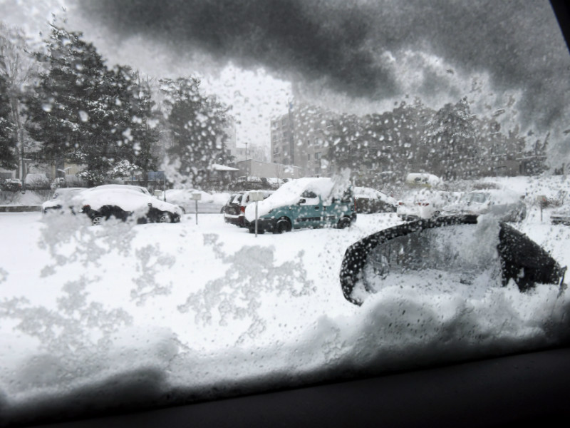 Heavy snowfall caused headaches for motorists in Helsinki on 24 January, 2018. The Finnish Meteorological Institute forecasts that up to 30 centimetres of snow could fall in areas along the southern and western coast of Finland between Thursday and Friday.