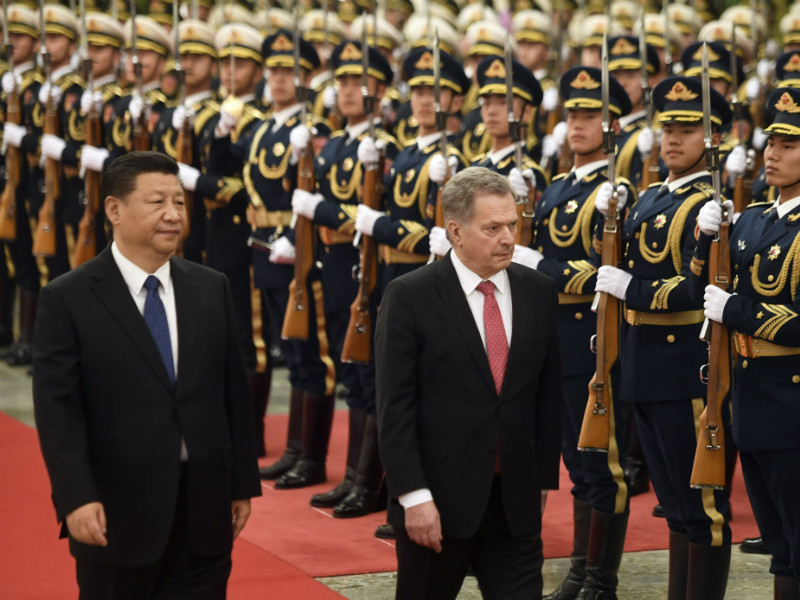 Chinese President Xi Jinping (left) and Finnish President Sauli Niinistö (right) inspected the guard of honour in Beijing, China, on Monday, 14 January 2019. (Credit: Markku Ulander – Lehtikuva)