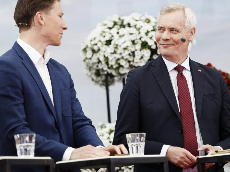 Prime Minister Antti Rinne (right) and ex-Minister of Justice Antti Häkkänen (left) talked about, among other things, the situation of Finnish women and children detained in camps in Syria at SuomiAreena in Pori on Wednesday. (Roni Rekomaa – Lehtikuva)