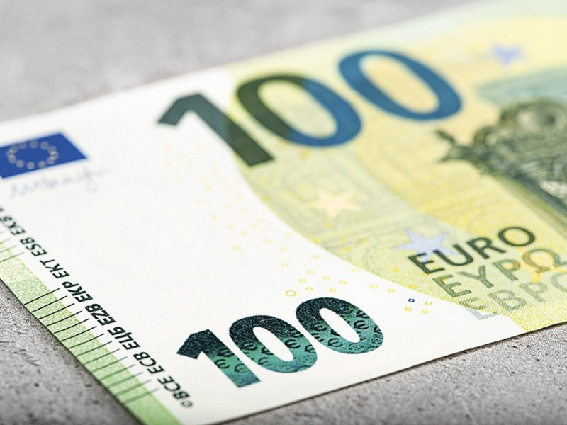 Employees in Finland with monthly earnings of 3,000 euros only get to keep roughly 50 euros if they earn 100 euros in subsidiary income in a particular month, says Pasi Sorjonen, the chief economist at Akava. (Maik Gueds – AFP/Lehtikuva)