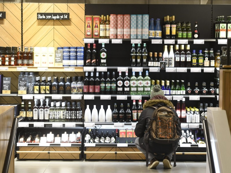 A total of 55.3 million people visited Alko shops in Finland in 2018, according to the annual report of the state-owned alcohol retailer. (Heikki Saukkomaa – Lehtikuva)