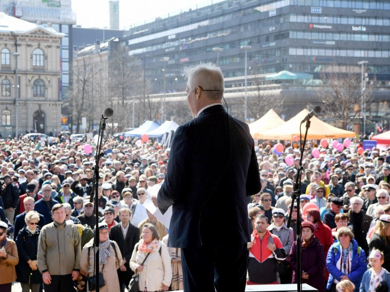 Antti Rinne, the chairperson of the Social Democrats, delivered a speech at Helsinki's Railway Square on May Day 2019. (Jussi Nukari – Lehtikuva)