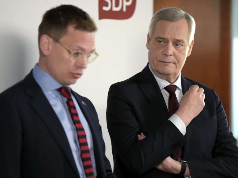 The Social Democrats' party secretary, Antton Rönnholm (left), and chairperson Antti Rinne (right) discussed the party's objectives for the upcoming elections to the European Parliament in Helsinki on Monday, 6 May. (Antti Aimo-Koivisto – Lehtikuva)