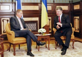 President Sauli Niinistö (left) met with his Ukrainian colleague Petro Poroshenko in Kiev on Saturday.