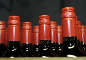 Wine sales should be permitted in grocery shops and the monopoly of Alko gradually broken up, the Finns Party demands.