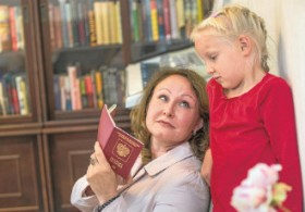 Svetlana Shchegoleva and her six-year-old daughter Veronika Laihinen from Kouvola have both Finnish and Russian citizenship.