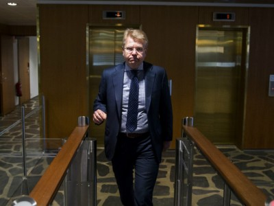 It is impossible to proceed with the so-called social contract as long as nearly half of the affiliate unions of SAK continue to oppose it, Jyri Häkämies, the director general at EK, said after appearing before the press on Monday.